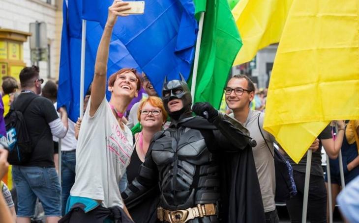 Chceme respekt, ne toleranci. Prague Pride rozděluje společnost a LGBT komunita má také kus viny. To, že gayové nejsou jenom kadeřníci a lesby jen traktoristky...