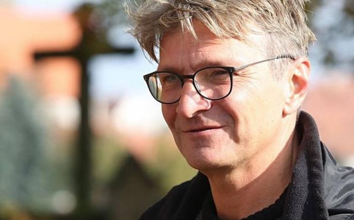 Přijdou i lidi, kteří už nad kinem zlomili hůl, doufá nejúspěšnější český režisér. A vypráví o sporech s tatínkem, dávno minulých, ale i…