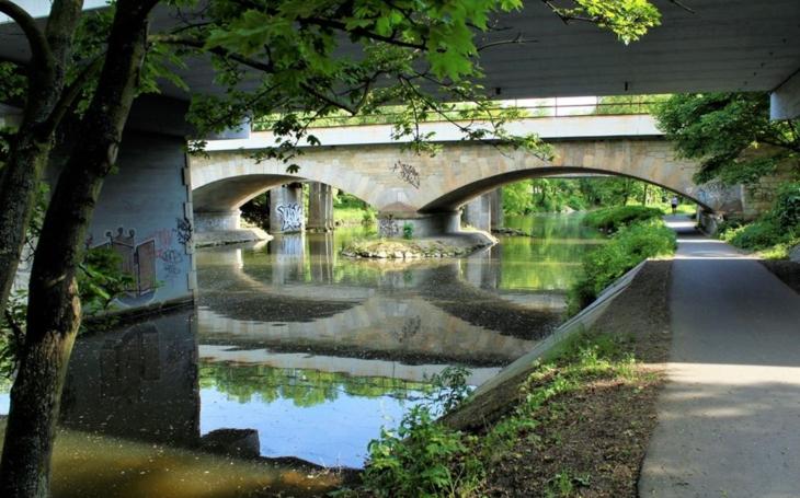 Podél řeky Chrudimky na kole i pěšky. V Pardubicích vznikne nová cyklostezka Vinice – stará vojenská plovárna