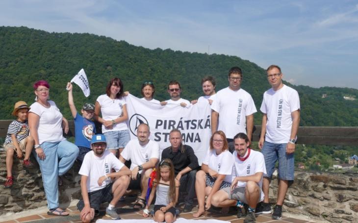 Byla to jízda s dobrou energií, nápady a plná legrace, říká pirátský předseda Bartoš. Procestoval o víkendu pirátskou lodí a autobusem kraj.  Pirátská kampaň nabírá na obrátkách…