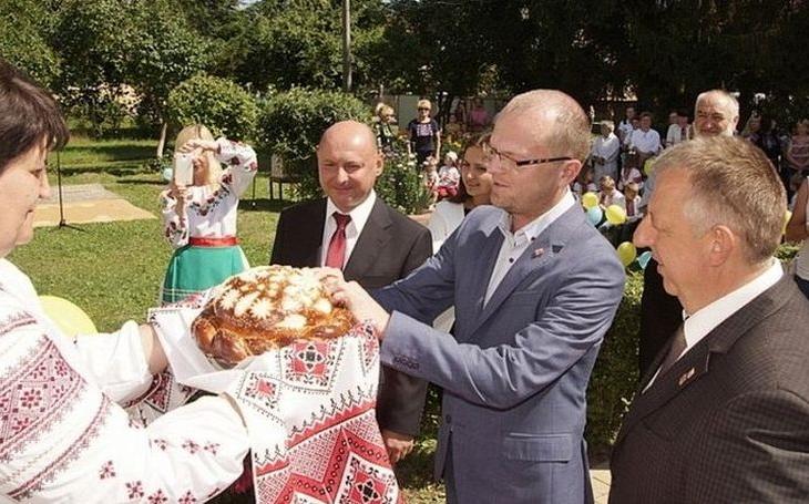 Pomoci regionu vnímám jako naši morální povinnost, říká hejtman Netolický. Zástupci kraje navštívili Zakarpatskou Ukrajinu. Že se ale děly věci…
