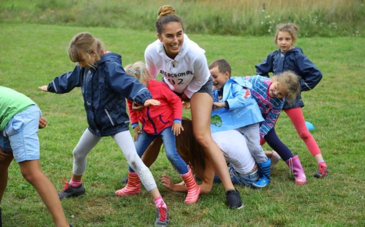 Finalistky České Miss na táboře Women for Women: Maminky s dětmi byly moc milé