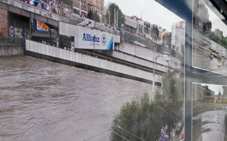 Hráze z pytlů s pískem, evakuace obyvatel. Plzeň si připomene velkou vodu před patnácti lety