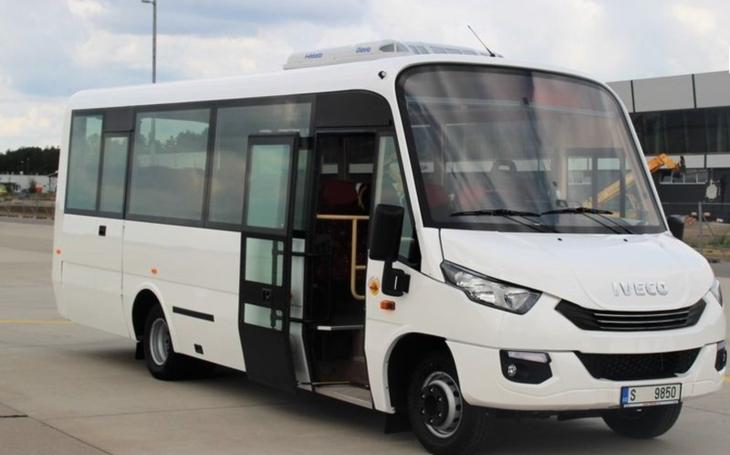 """""""Nechceme nadále vozit vzduch v autobusech, které nikdo nevyužívá,"""" říká hejtman Netolický. Kraj zvažuje nasazení nízkokapacitních autobusů"""