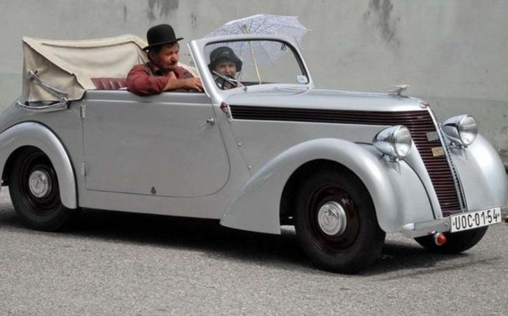 Ve Vysokém Mýtě získali něco úžasného - kabriolet Jawa Minor. Regionální muzeum se tak může pyšnit vzácným stříbrným veteránem za 700 000