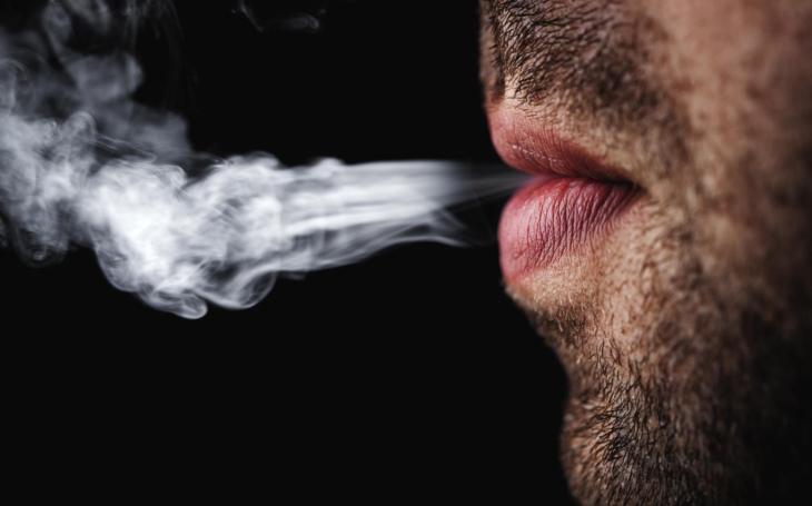 Tajnosti protikuřáckého zákona, aneb jak jsem se stal dobrovolně pachatelem z donucení. Čtvrteční komentář Pavla Přeučila