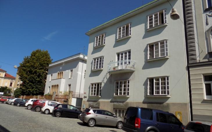 Vila židovského továrníka Fritze Weinbergera ve Znojmě se stala kulturní památkou. Je nadčasová, elegantní, unikátní...