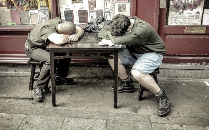 Únavovým syndromem nebo chronickou únavou trpí milióny lidí. Jaké jsou příznaky, podle čeho nemoc poznáte? Poradíme