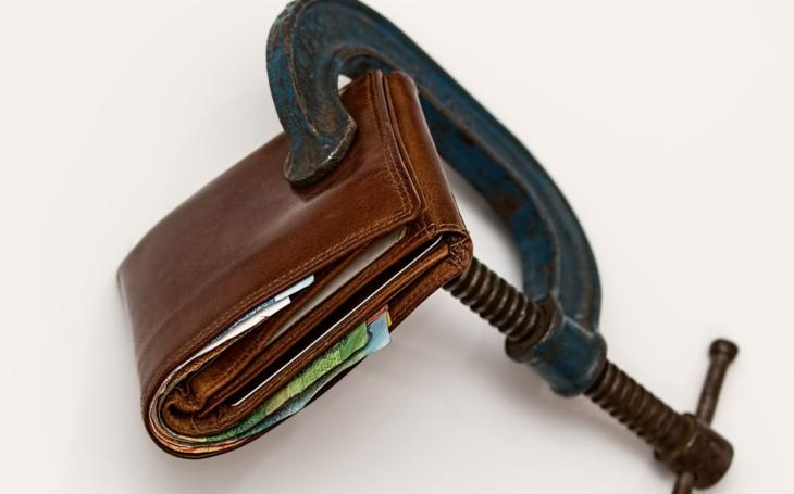 Finanční úřad = novodobý Bůh. Jediná úřednice rozhodne a pošle firmu klidně ke dnu. Životní K.O.