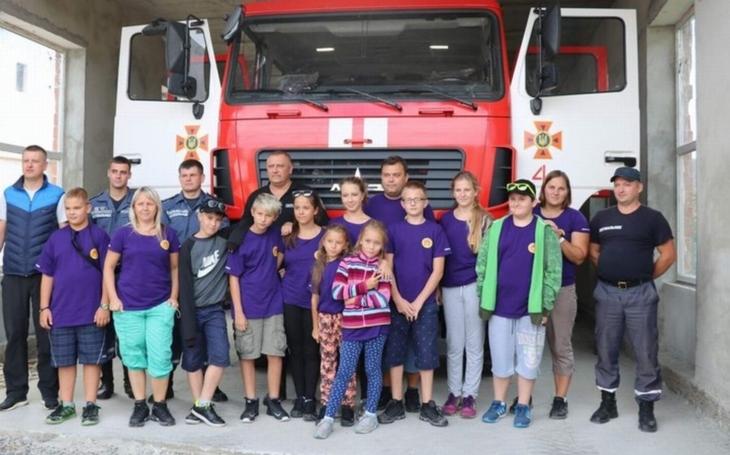 Legendární Koločava Nikoly Šuhaje, Siněvirské jezero, ale i čtyři požární stanice v Zakarpatské oblasti... Děti z Přelouče poznávaly Ukrajinu s místními hasiči