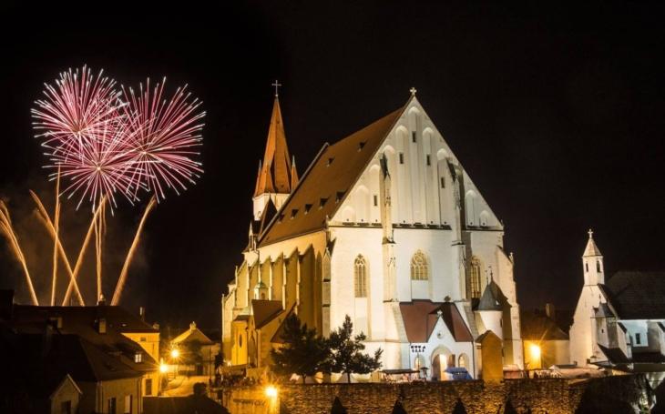 Znojemské historické vinobraní lákalo na středověkou krčmu, tradiční průvod Jana Lucemburského i... rachejtle