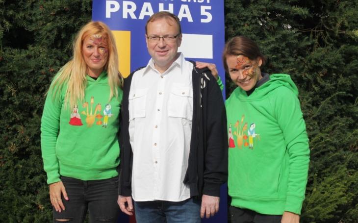 Pohádkový les Prahy 5 přilákal více než sedmnáct tisíc lidí. Radní Petr Lachnit se do akce vrhl s nasazením života