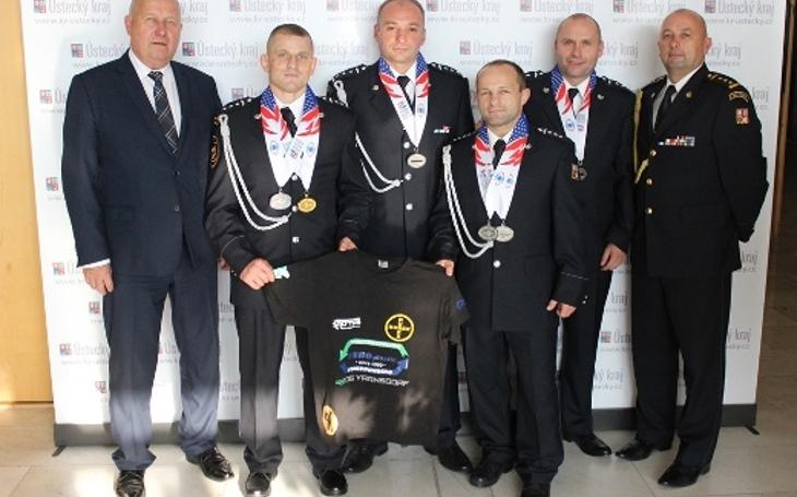 Ústečtí hasiči vyhráli v Los Angeles sedm medailí! Jejich výkon byl neskutečný, český záchranný sbor si dělá ve světě jméno