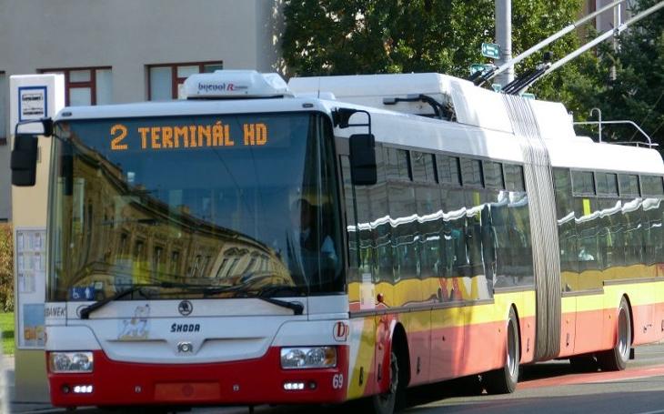 Královéhradecká veřejná doprava se k 1. říjnu dopravila do 21. století, alespoň co se plateb za jízdné týká