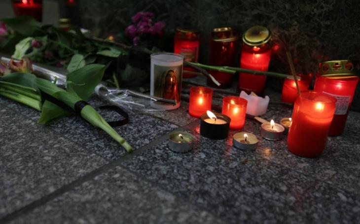 Dva velké pohřby: Naďa Konvalinková poctivě splnila přání Květě Fialové, Janu Třískovi se poklonili v Národním. A mrazivě působící scéna…