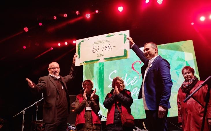 V Třebíči vybrali 164 444,- Kč na dobročinné účely. Zahrál Tomáš Klus, jaký byl koncert Srdce plné respektu?