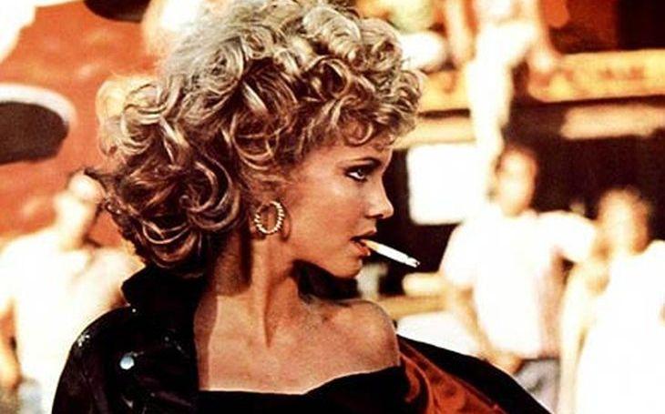 Pomáda jí nevoněla, a zatímco Danny létal do oblak, Sandy nedala bez cvokaře ani ránu. Stala se totiž obětí podvodu, který nemá obdoby. Tajnosti slavných