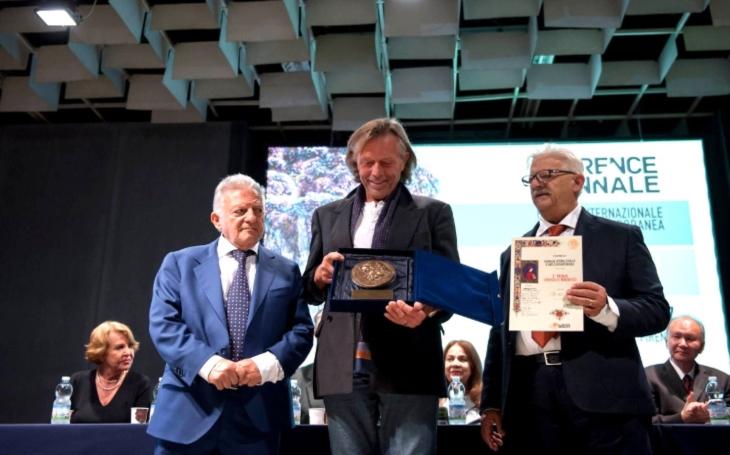 Triumf České republiky: Sochař Jiří Netík dostal významné ocenění ve Florencii, gratuloval mu i primátor Brna