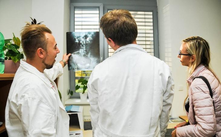 Došli nám doktoři. Na Pardubicku řeší tragický nedostatek lékařů a vymýšlí, jak je nalákat do kraje