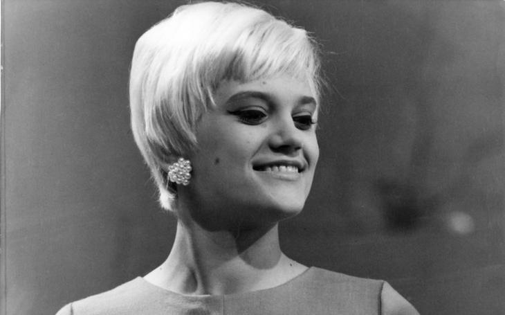 Těhotná před maturitou, vdovou v pětadvaceti… Slovenská Marilyn platila za každý kousek štěstí tragédií. Tajnosti slavných