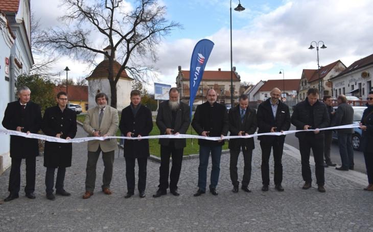 Přes rok se opravovala hlavní komunikace v Plzni. Konečně je otevřená vozidlům