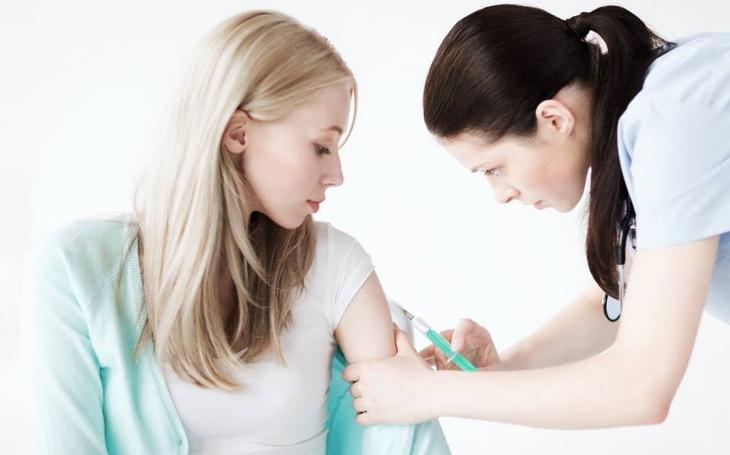 Kašel, horečky, ucpaný nos; chřipkové období začíná. V českobudějovické nemocnici nabízejí novou vakcínu