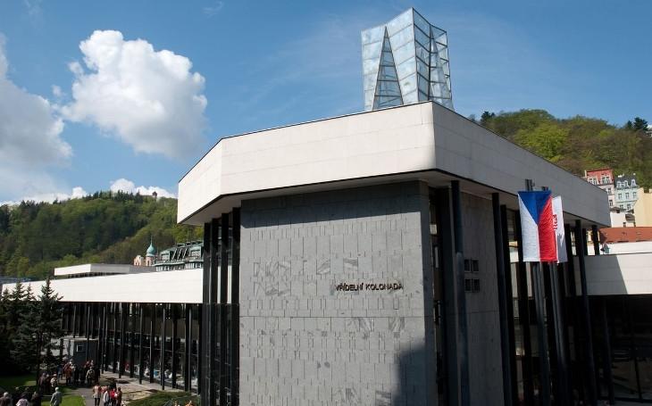 Kvůli referendu  je poprask i v Karlových Varech. Rozhněvaná veřejnost i opozice kvůli kolonádě