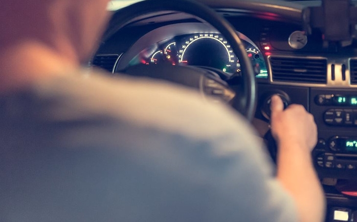 Na konci roku budou šílené fronty na dopravním. 222 tisíc řidičů si dosud nevyměnilo řidičáky