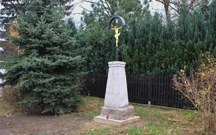 Železný křížek postavil Paul Schöler v roce 1822 a až do smrti se o něj staral... I o tyto drobné památky je třeba pečovat, patří k historii místa