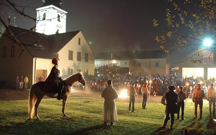 Cimbálovka, historická jízda a spousta vína. Svatomartinské slavnosti v Blansku se dnes rozjedou a skončí až v neděli