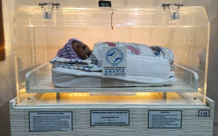 V ČR se narodí ročně 9 tisíc nedonošených miminek. Brno je připomene purpurově nasvíceným Špilberkem