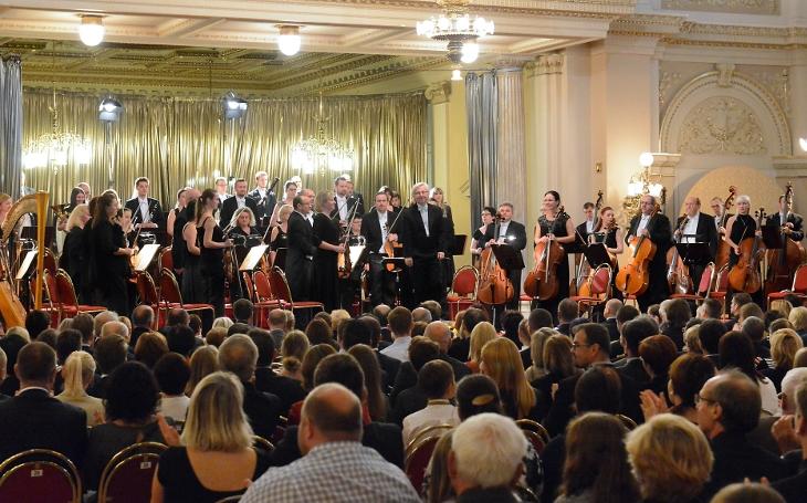Porazili Daniela Barenboima a Vídeňské filharmoniky srdcem... Má vlast Bedřicha Smetany hrála pro neslyšící děti