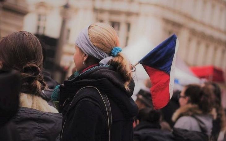Stále hledáme svou demokracii. 17. listopad jako symbol i jako opěrný bod. Komentář Štěpána Chába