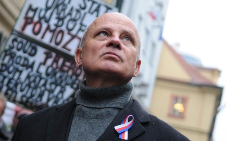 Topolánek a Horáček ostrouhali. Na oslavy 17. listopadu směli jen ti správní kandidáti