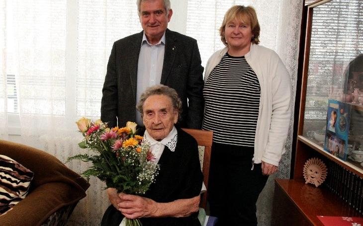 Bývalá kantorka Helena Kyralová oslavila 103. narozeniny... Podle studie by mohl být průměrný věk dožití u lidí 115 roků