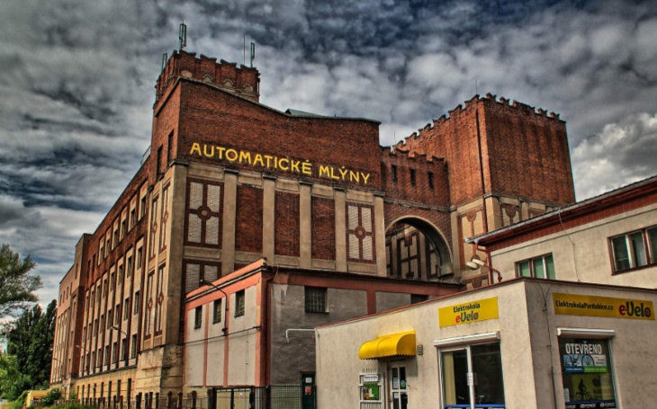 Kraj ve Winternitzových mlýnech zřídí galerii moderního umění. Miliony z veřejných peněz už se řadí na výplatu