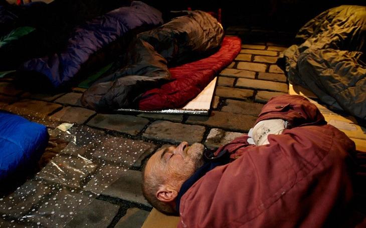 Chtěli okusit, jaké to je, být bezdomovec. Na Vsetíně se opět nocovalo venku, včetně starosty