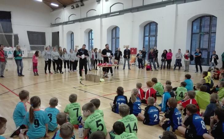 Turnaj nejmladších házenkářů a házenkářek donesl  do sítí branek 1200 gólů