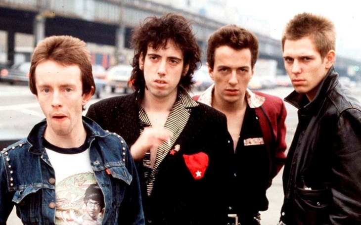 Nehodlám se zničehonic proměnit v Roda Stewarda jen proto, že beru 25 liber týdně. The Clash II