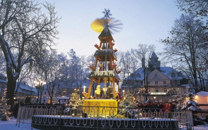 Vánoční zázrak na horách. Děti se jezdí dívat na závěje sněhu. A proč Boží peklo?