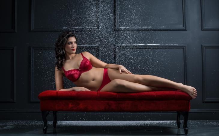V modelingu prorazí jen vyzáblé anorektičky. Přesto... Pánové, ať vám nevypadnou oči