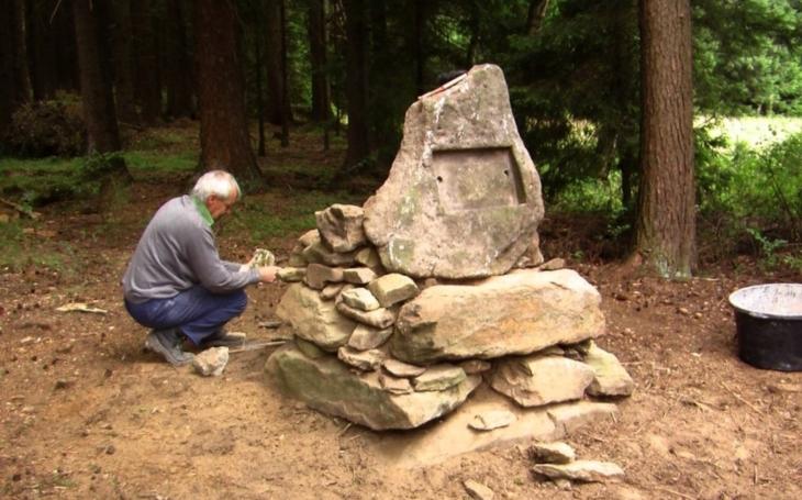 Tajemství hrobu francouzského generála z dob Marie Terezie. Hledači pokladů z Tachova vyprávějí