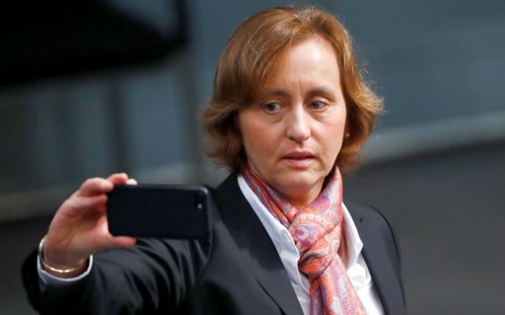 V Německu skončila demokracie a svoboda aneb krásný nový svět. Komentář Štěpána Chába