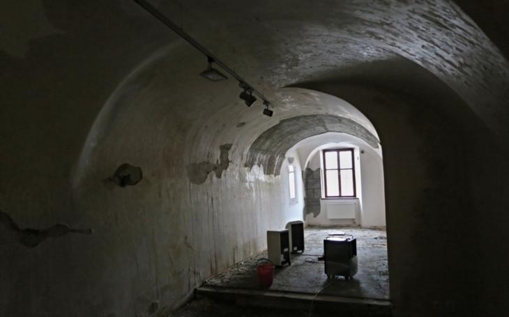 Pracovníci Východočeské galerie na Štěpána vyrazili zachraňovat, co se dalo. Historický Dům U Jonáše je zavřený