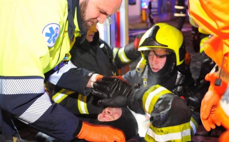 Do Prahy si přijeli pro smrt. Ještě před příjezdem hasičů se v hotelu udusili dva mladí turisté, oběti jsou již čtyři