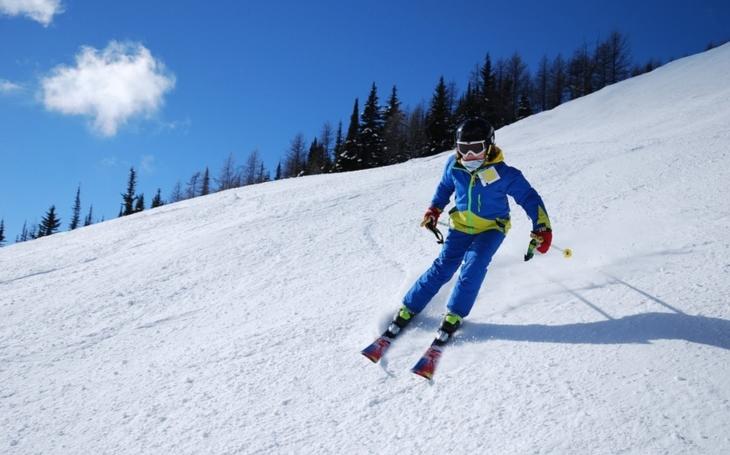 Míříte lyžovat do Jeseníků? Na hory je nezbytné přibalit dobré pojištění. Důležité rady, jak ho vybrat