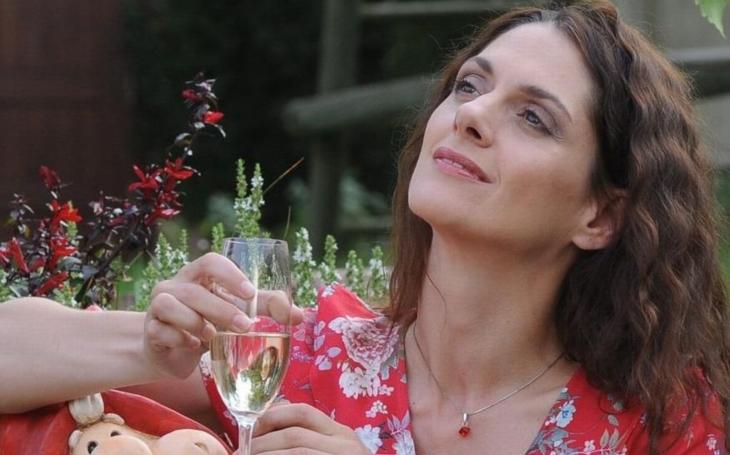 Měli nechat svlíknout Halinu! V kinech je nový český film. Je to zoufalost sama
