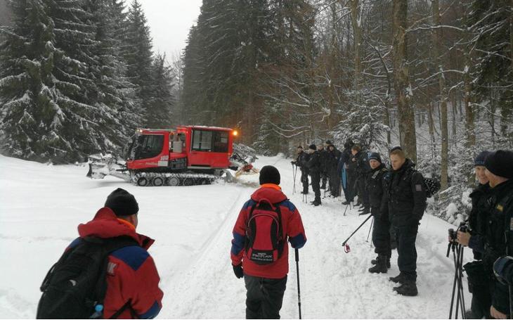 Lavina na Dolní Moravě zavalila dva lidi. Naštěstí se jednalo o cvičení koordinace záchranných složek