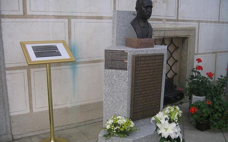 Kam zmizely busty prezidentů T. G. Masaryka a Edvarda Beneše? Lidé se na to radnice stále ptají