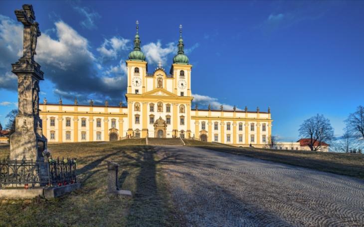 Mezi nejvýznamnější kulturní památky patří nově i Svatý kopeček, který navštívil papež Jan Pavel II